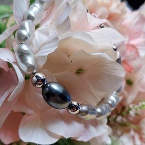 💚 2/$20💚 Vintage Trifari pearl bracelet